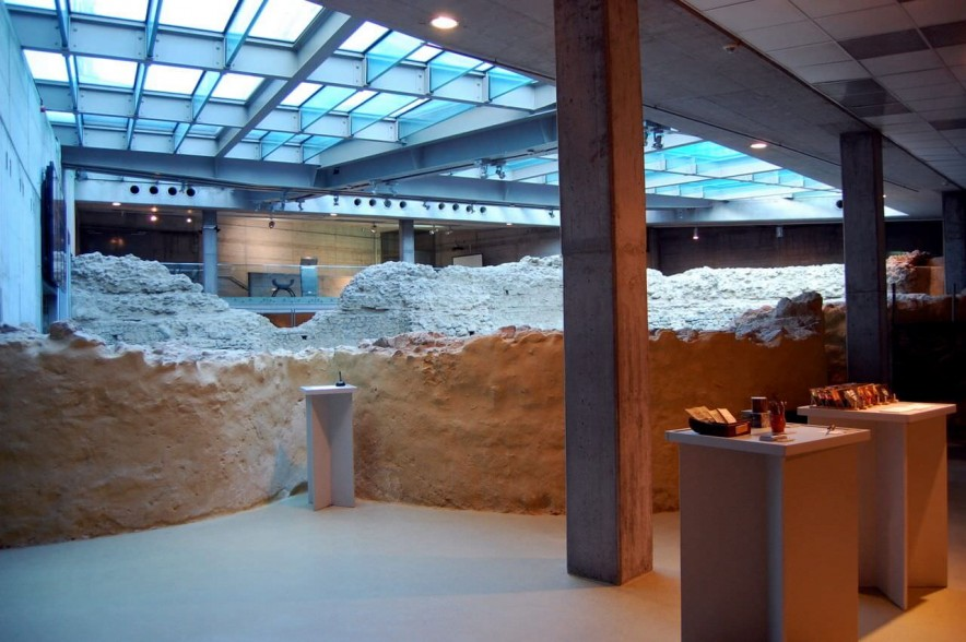 A Cella Septichora a látogatóközpont bejárata felől